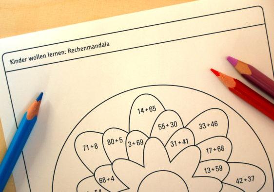 Foto von einem Arbeitsblatt mit einem Mathe Mandala für Schüler der zweiten Klasse