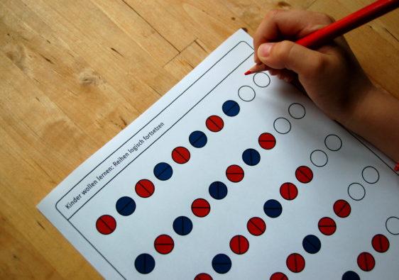 Foto von einem Logikrätsel ohne Altersbeschränkung: Setze die Reihe logisch fort!