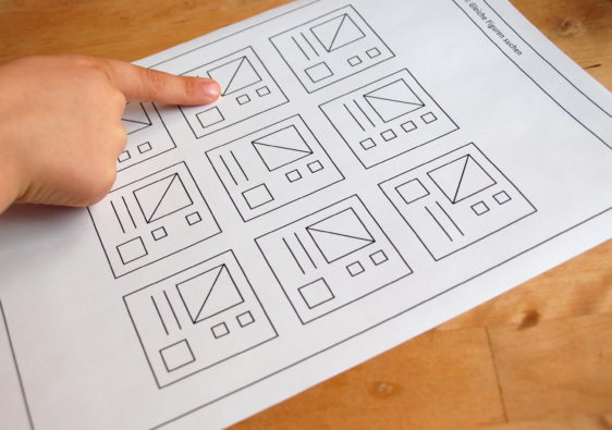 """Arbeitsblatt mit dem Logikrätsel """"gleiche Figuren finden"""""""
