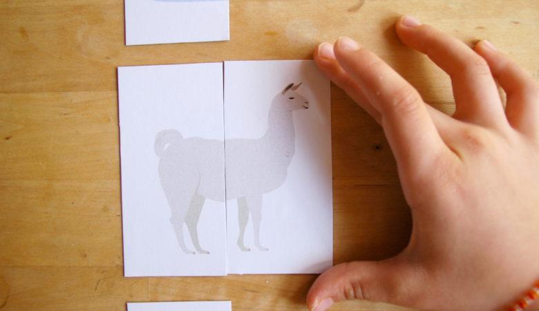 """Foto von einem Kind, welches das Zuordnungsspiel """"Tiere zusammensetzen"""" spielt"""