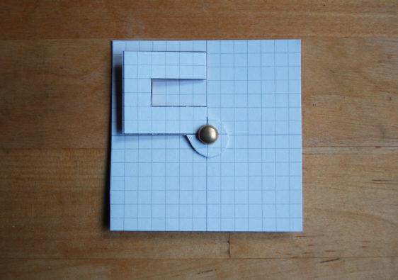 Foto von einer Hilfestellung zur Vermittlung der Drehsymmetrie / Rotationssymmetrie