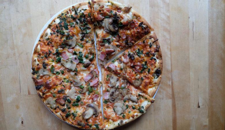 Foto von einer Pizza mit Pilzen